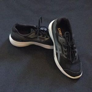 ASICS NWOT tennis shoes/sneakers black & white